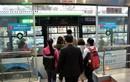 Cận cảnh buýt nhanh BRT đông khách ngày đầu bán vé