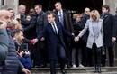 Bật mí tính cách vợ chồng Tổng thống Macron qua cử chỉ
