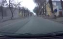 Video: Ô tô vượt đèn đỏ, đâm nhau cực mạnh