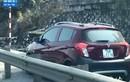 Truy tìm ô tô ngang nhiên đi vào làn đường cấm trên cầu Bãi Cháy