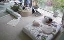 Bà ngoại 64 tuổi dẻo dai đến kinh ngạc khi chăm cặp song sinh của Hà Hồ