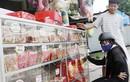 Thị trường bánh Trung thu ngày cuối: Kẻ xả, người ôm