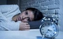Tại sao giữa đêm chúng ta thường tỉnh giấc ngắn?