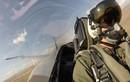 Quay cuồng trong buồng lái tiêm kích F/A-18 Mỹ