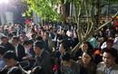 Ảnh: Hàng trăm đại biểu vật vờ chờ giờ khai ấn đền Trần