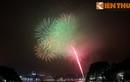 Xem pháo hoa thắp sáng lung linh bầu trời Hà Nội, Sài Gòn