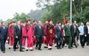 Thủ tướng Nguyễn Xuân Phúc đội mưa dâng hương tại Giỗ Tổ Hùng Vương