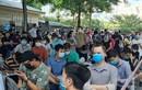 Hà Nội: Người dân chen chúc chờ tiêm vắc xin phòng COVID-19