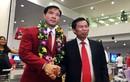 Xạ thủ Hoàng Xuân Vinh được đón tiếp long trọng ở Nội Bài