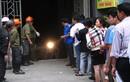 Người dân xếp hàng vào hầm lấy xe sau vụ cháy Xa La