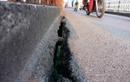 Tận mục sự xuống cấp nghiêm trọng của cầu Long Biên