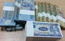 """Dịch vụ đổi tiền lẻ """"nóng"""" trước Tết Đinh Dậu: Phí lên tới 40%"""