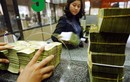 Tiền thưởng cuối năm nên gửi ngân hàng hay mua vàng?
