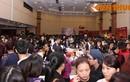 Biển người chen lấn mua hàng hiệu giảm giá khủng ở Hà Nội