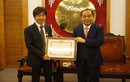HLV Toshiya Miura nhận bằng khen trước khi về nước