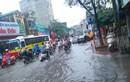 Hà Nội ngập lụt, dân kêu đóng phí đường bộ nhưng đi ...đường thủy