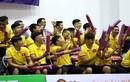 """Tuyển Futsal Việt Nam """"quẩy"""" tưng bừng trên khán đài"""
