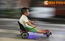 """Xe điện thăng bằng """"tung hoành"""" trên phố đi bộ Hà Nội"""