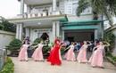 """Cô dâu cùng dàn hot girl bê tráp nhảy """"Cô Ba Sài Gòn"""""""
