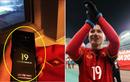 Sau lùm xùm bạn gái Xuân Trường, cầu thủ U23 VN tiếp tục khoe quà