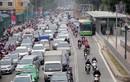Suýt chết vì lấn làn xe buýt nhanh ở Hà Nội