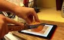 """Cười lăn lộn cách dùng iPad """"bá đạo"""" nhất quả đất"""