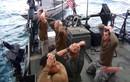 Video: Lực lượng Iran bị gọi là khủng bố từng bắt 10 binh sĩ Mỹ quỳ gối thế nào?