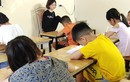 Ý chí phi thường của cô giáo không có 2 tay