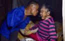 Ảnh đẹp mùa Vu Lan: Con cụt tay dùng miệng xúc cơm cho mẹ