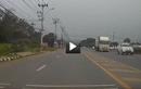 Video: Xe máy bùng cháy dữ dội, 2 thầy trò thoát chết
