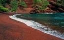 Khám phá những bãi biển có cát màu khác lạ