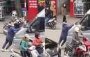 Video: Va chạm giao thông, lái xe 16 chỗ nhấn ga đẩy người bỏ chạy
