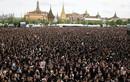 Ảnh: 150.000 dân Thái Lan hát tưởng nhớ cố Nhà vua