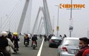 Nhức mắt khi cầu Nhật Tân hoành tráng thành bãi đỗ xe