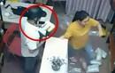 Video: Đạo chích dùng 'ảo thuật' trộm iPhone ngay trước mặt nữ nhân viên