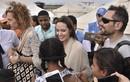 Angelina Jolie hành động sốc khi đi cùng các con