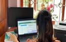 Chống dịch COVID-19, mẹ bỉm sữa diện đồ công sở ngồi nhà họp online