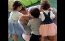 """Video: Ronaldo bị các con cho """"ra rìa"""" vì cố tình bắt nạt vợ"""