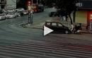 Video : Cảnh sát chạy thoát khỏi ô tô sắp va chạm