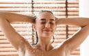 Tại sao không nên rửa mặt khi tắm?