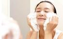 Học cách rửa mặt đúng cách khi da bị mụn