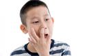 Bé trai ngoáy mũi đưa vi khuẩn vào não, thói xấu dọa giết người