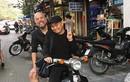 Nghệ sĩ Xuân Hinh chở NTK Đức Hùng bằng xe máy đi sắm Tết