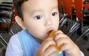 """Biểu cảm cực """"cute"""" của con trai Phạm Hương khi ăn chanh"""