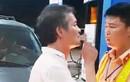 Tài xế xe biển xanh tát CSGT ở Thanh Hoá chỉ sửa xe hộ?