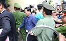"""Xét xử Nguyễn Hữu Linh: Ông """"nựng"""" không bỏ chạy"""