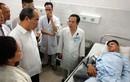 Bí thư TP HCM Nguyễn Thiện Nhân đến bệnh viện thăm các hiệp sĩ