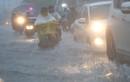 Ảnh: Đường phố TP.HCM ngập trong biển nước do bão số 9