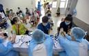 Công nhân người dân tộc bị mắc kẹt ở Hà Nội được tiêm Vero Cell