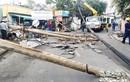 Tài xế người nước ngoài lái ôtô tông đổ 5 cột điện ở Thảo Điền